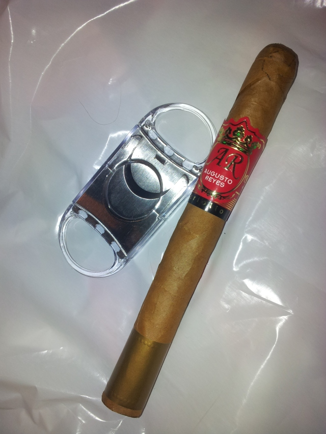 Cigar._Augusto_Reyes_Criollo_Lonsdale