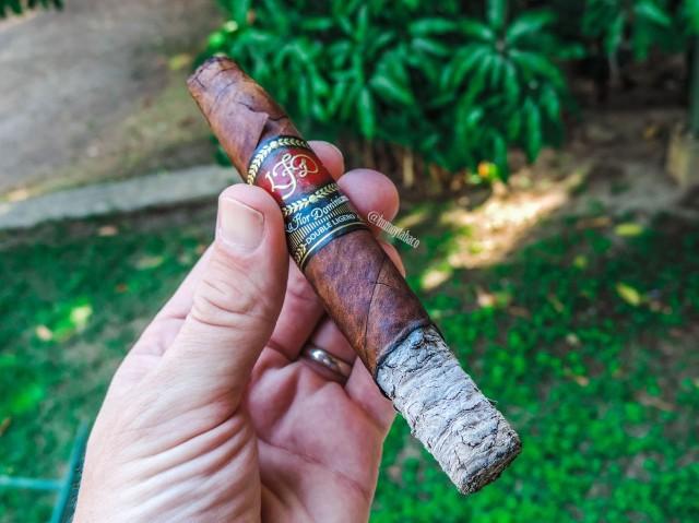La Flor Dominicana - Double Ligero Chisel 04