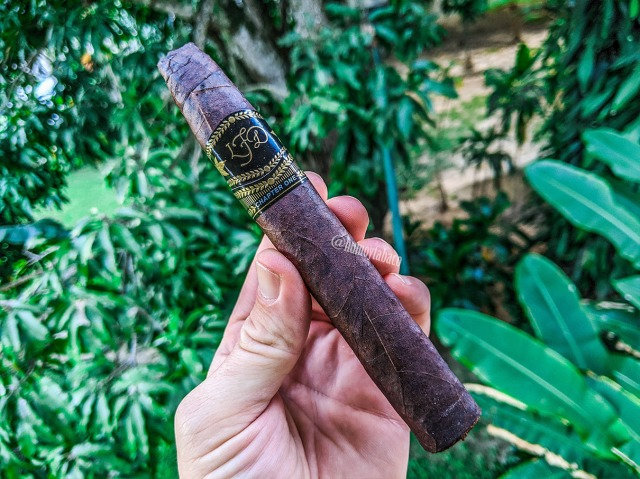 La Flor Dominicana - Chapter One 01